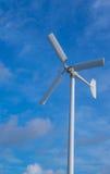 A turbina eólica branca da cor Foto de Stock Royalty Free