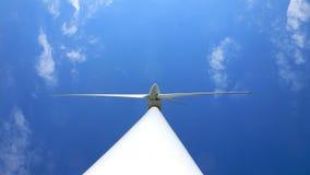 Turbina eólica de baixo de Fotografia de Stock Royalty Free