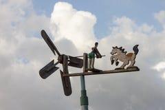 Turbina eólica feita pela madeira foto de stock royalty free