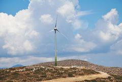 Turbina eólica, ilha de Tilos foto de stock