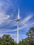 Turbina eólica nas madeiras Fotografia de Stock Royalty Free