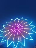Turbina e céu noturno elétricos imagem de stock