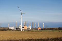 Turbina e fabbrica di vento Fotografia Stock