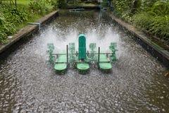 Turbina eléctrica para el oxígeno del aumento en las aguas residuales Fotos de archivo libres de regalías