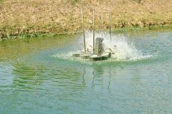 Turbina hidráulica que gerencie para o tratamento de águas residuais no canal imagem de stock royalty free