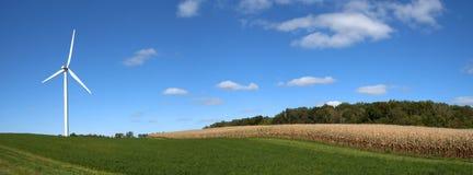 Turbina moderna del mulino a vento, energia eolica, energia verde Fotografia Stock Libera da Diritti