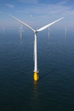 Turbina a pouca distância do mar Fotografia de Stock Royalty Free
