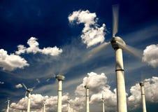 Turbinas das energias eólicas fotografia de stock