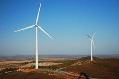Turbinas de la granja de viento en tierras de labrantío españolas Fotos de archivo libres de regalías