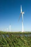 Turbinas de vento alinhadas Imagens de Stock Royalty Free