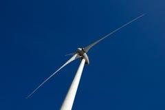 Turbinas de vento, campo amarelo Imagem de Stock