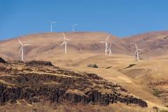 Turbinas de vento, campo amarelo Foto de Stock Royalty Free