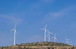 Turbinas de vento e o céu Fotografia de Stock Royalty Free