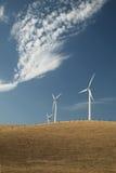 Turbinas de vento em um monte Fotos de Stock