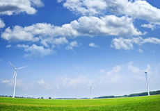 Turbinas de vento no campo Foto de Stock Royalty Free