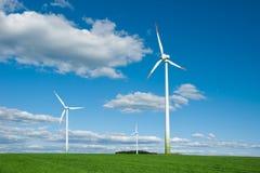 Turbinas de vento no campo imagem de stock royalty free