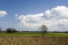 Turbinas de vento no campo Fotografia de Stock Royalty Free