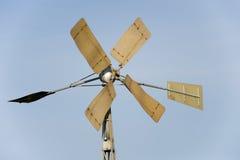 Turbinas de vento no campo verde Fotos de Stock Royalty Free