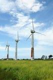 Turbinas de vento velhas em Havaí. Fotos de Stock