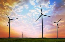 Turbinas de viento, campo amarillo Foto de archivo libre de regalías