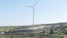 Turbinas de viento, campo amarillo Potencia concept almacen de metraje de vídeo