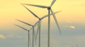 Turbinas de viento con la igualación tímida almacen de metraje de vídeo