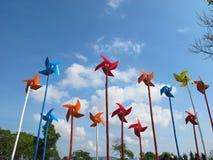 Turbinas de viento en campo verde Imagenes de archivo