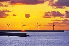Turbinas de viento en el mar Fotografía de archivo libre de regalías