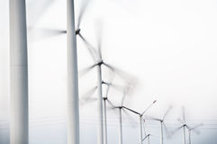 Turbinas de viento en fila Foto de archivo