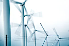 Turbinas de viento en fila Imagen de archivo