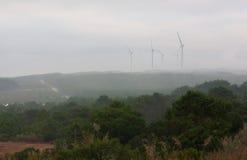 Turbinas de viento en la orilla del océano Imagen de archivo libre de regalías