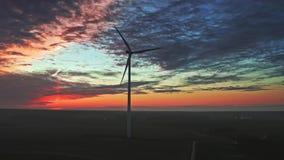 Turbinas de viento en la oscuridad, visión aérea metrajes
