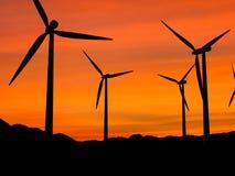 Turbinas de viento en la puesta del sol 1 Foto de archivo