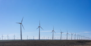 Turbinas de viento en parque eolic Foto de archivo