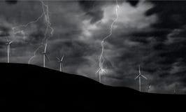 Turbinas de viento en tormenta eléctrica Foto de archivo