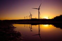 Turbinas de viento en un parque eólico Fotografía de archivo libre de regalías