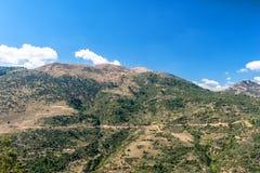 Turbinas de viento en una colina Grecia foto de archivo