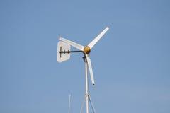 Turbinas de viento en una granja Foto de archivo libre de regalías