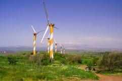 Turbinas de viento produciendo energía Foto de archivo libre de regalías
