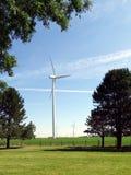 Turbinas de viento situadas en campos agrícolas en Indiana Foto de archivo
