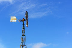 Turbinas de viento y el cielo Fotografía de archivo