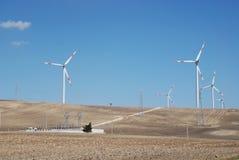 Turbinas de viento y planta eléctrica Imagen de archivo