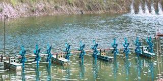 Turbinas del agua en las charcas del camarón Fotografía de archivo