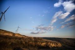 Turbinas del molino de viento de la energía eólica de la energía renovable Imagen de archivo libre de regalías