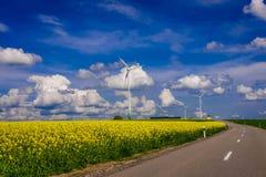 Turbinas del molino de viento de la energía renovable Fotos de archivo