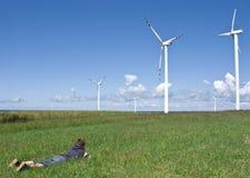 Turbinas del muchacho y de viento Fotografía de archivo libre de regalías