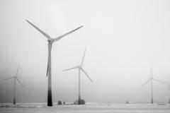 Turbinas do moinho de vento e energia sustentável Fotografia de Stock