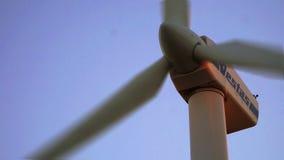 Turbinas eólicas bonitas vídeos de arquivo