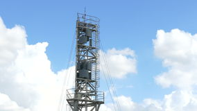 Turbinas eólicas bonitas que geram a eletricidade com fundo do céu azul em Tailândia video estoque