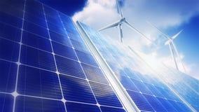 Turbinas eólicas do céu dos painéis solares (laço) vídeos de arquivo